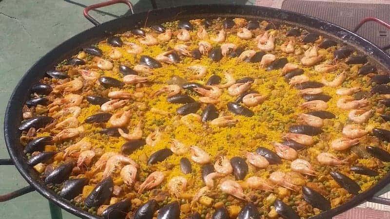 Paella y gastronomía canaria durante la excursión en jeep