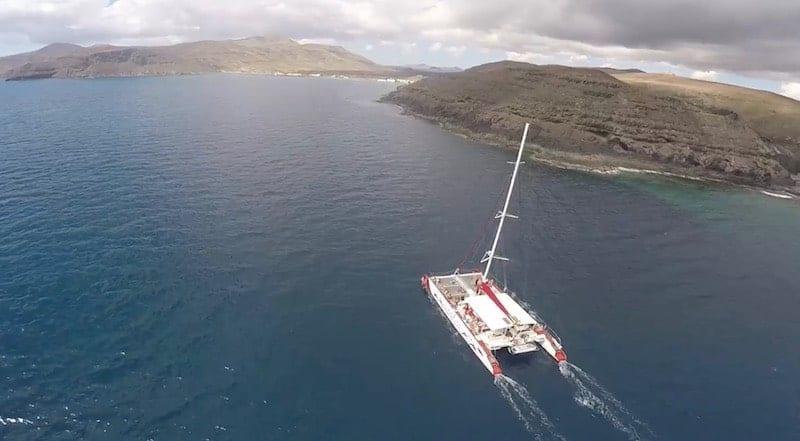 Calas y acantilados desde el catamarán